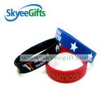 Populär mit dem Abnehmer geprägten Liebes-Firmenzeichen-Silikon-Armband