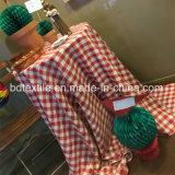 Rotes Polsterung-Garn überprüft Jacquardwebstuhl Minimatt auf Tisch-Tuch