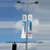 屋外の画像のホールダーを広告する街灯のポーランド人のポスト媒体の印
