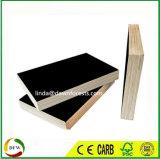 Encofrado de madera contrachapada de color negro de 18mm con una mezcla de Core 13establece