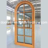 Instale arqueada facilmente topo grelha do Windows para a janela de madeira House
