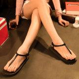 女性の方法浜のサンダルおよび伸縮性があるサンダル1