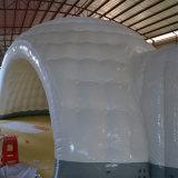 白く膨脹可能なイベントのテント