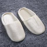 De gepersonaliseerde Witte Pantoffels van het Hotel, de Pantoffel Hotel/SPA Van uitstekende kwaliteit