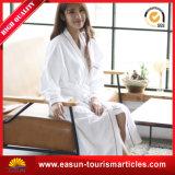 女性の女の子の白い浴衣の羊毛のバスローブのための浴衣