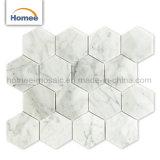 六角形の壁のモザイク・タイルを飾るWater-Jet花の大理石のモザイク・タイル