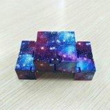 Cubo magico di irrequietezza di infinità dell'ABS di distensione della tensione mini dello scrittorio di plastica del cubo