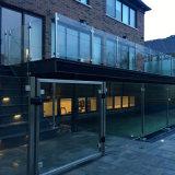 Balustrade en verre de balcon d'acier inoxydable, frontière de sécurité en verre, pêche à la traîne semi en verre pour l'escalier