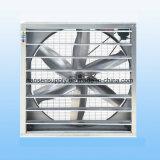 Установленные стеной отработанные вентиляторы установки и источника электроэнергии