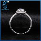anello bianco dei monili dell'argento del diamante tagliato ammortizzatore di 7X7mm Moissanite per l'aggancio