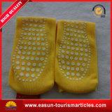 La línea aérea antirresbaladiza del calcetín barato de la tarjeta pega calcetines disponibles del hospital