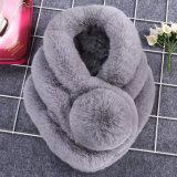 Sciarpa all'ingrosso della pelliccia del coniglio delle signore Rex di inverno del fornitore con la sfera della pelliccia di POM POM