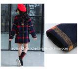 소녀의 가을과 겨울 두건을%s 가진 줄무늬 외투 아이들 옷