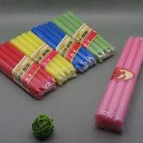 Longue bougie colorée lumineuse dans le sac de PVC