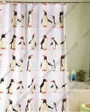 La cortina de la ducha del patrón del pingüino