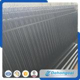 反上昇の電流を通された錬鉄の塀