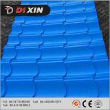 O rolo do metal de folha da telha de telhado que dá forma à maquinaria
