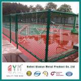 /Designのバスケットボールコートの塀か屋外の競技場の塀を囲うチェーン・リンク