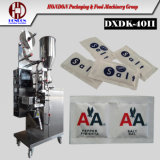 Los gránulos de color blanco de la bolsita de papel de azúcar en la máquina de embalaje (K-40II)