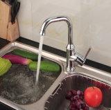 Il Tutto-Rame economico e pratico gira il contro rubinetto della cucina del bacino