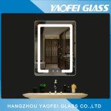 現代装飾的でスマートな構成の浴室LEDミラー