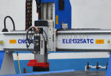 Маршрутизатор CNC 1325 таблиц вакуума деревянный с автоматическим деревянным сбыванием автомата для резки