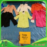 Las señoras se adaptan al estilo coreano usado de la ropa para la venta al por mayor