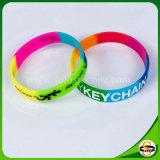 Debossed Farbe gefülltes Silikon-Armband mit kundenspezifischem Firmenzeichen