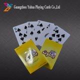 Póker plástico de las tarjetas que juegan del 100% con insignia de encargo