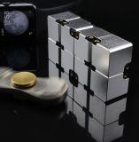 Игрушка кубика непоседы кубика безграничности для взрослых & малыши сбрасывают усилие