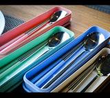 4 pedazos de los platos y cubiertos que acampa del acero inoxidable de los platos y cubiertos del palillo de la cuchara de la fork del recorrido determinado del cuchillo del Portable al aire libre de la oficina con el caso y el bolso neto