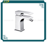 Faucet de bronze do dissipador da bacia da alavanca do quadrado da economia da água único