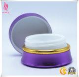 携帯用紫色の装飾的で近いクリーム色の瓶