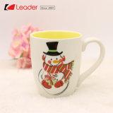 La tazza di ceramica affascinata di natale competitivo per il regalo domestico di festa e della decorazione, decora la vostra stagione di natale