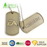 高品質の3Dロゴの装飾のための銀によってめっきされるドッグタッグのペンダントを浮彫りにするカスタム金属亜鉛合金