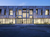 Estructura de acero de la luz de moderno edificio de oficinas