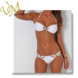 Formweiße Halter-Zeichenkette-Bikini-Badeanzug-Schwimmen-Abnützung
