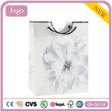 Bolsa de papel revestida del regalo del arte de la manera de la flor blanca