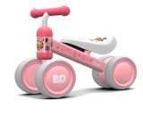 赤ん坊2歳のの小型の子供のバランスのバイクの赤ん坊の歩行者