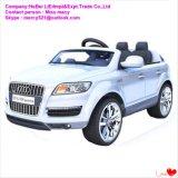 4つの車輪のリモートコントローラのプラスチック電気自動車の乗車