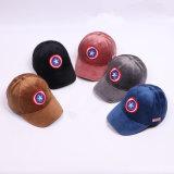 Chapeaux et chapeaux neufs de velours de mode