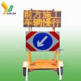 Solar móvil de la señal de tráfico de la luz de la flecha de dirección con remolque