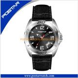 O relógio o mais novo de quartzo da forma com a faixa do couro genuíno