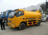Dongfeng 125 HP 6은 5500 L 찌끼 진공 흡입 유조 트럭을 선회한다