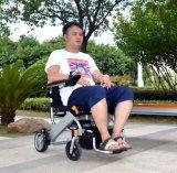 Cadeira de rodas de dobramento portátil de pouco peso idosa da potência do preço barato