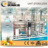 Förderanlagen-Flasche, die Schutzkappen-Sterilisator auf Getränkewarmeinfüllen-Zeile zurückkehrt