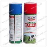Marcação dos animais inofensivos coloridos de spray de tinta