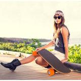 leichter Selbstvierradausgleich-elektrisches Skateboard für Jungen
