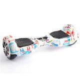 """Auto das rodas de Koowheel dois que balança o """"trotinette"""" de pouco peso de Hoverboard com Ce"""