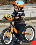 バイクのペダルの赤ん坊のバランスのサイクルの人間工学的のグリップを実行しているかわいい子供のバランスの自転車の子供